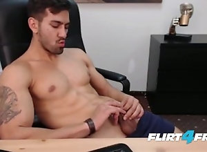 flirt4freeguys;webcam;smooth-body;muscular-guy;athletic;beard;muscles;masturbation;masturbate;wank;getting-off;jerking-off;european;ripped-abs;nipple-play;big-load,Solo Male;Gay;Hunks Smooth Chiseled...