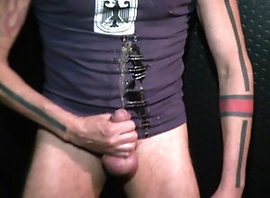 piss;pissing;berlin;man;tattoo,Solo Male;Gay;Verified Amateurs;Amateur Demian pissing